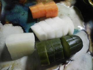 本日の晩ご飯のおかずの写真 千葉産カツオの刺身、アジ出汁の味噌汁など