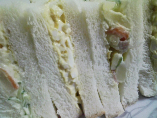 本日のお昼ご飯の写真  自家製サンドイッチ(卵マヨ、ポテトサラダ)