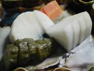 本日の晩ご飯のおかずの写真 千葉産真サバの味噌煮、サラダなど
