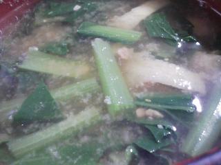 本日の朝ご飯のおかずの写真 沼津産アジの開き、煮干し出汁の味噌汁など