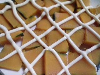 本日の朝ご飯のおかずの写真 神奈川の三浦産メジナの塩焼き、煮干し出汁の味噌汁など。