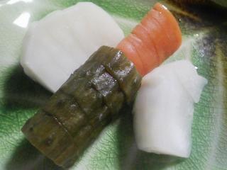 本日の晩ご飯のおかずの写真 神奈川の三浦産の金目鯛の塩焼き、八宝菜など
