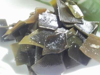 本日の朝ご飯のおかずの写真 神奈川の三崎産シコイワシの塩焼き、シコイワシ出汁の味噌汁など