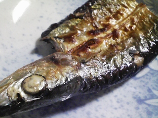 本日の朝ご飯のおかずの写真 北海道産サンマの開き、黒鯛出汁の味噌汁など
