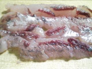 本日の晩ご飯のおかずの写真 神奈川の横須賀産飛び魚の刺身、飛び魚出汁の塩汁など