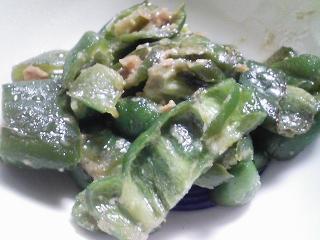 本日の朝ご飯のおかずの写真 神奈川の三崎産シコイワシの塩焼き、煮干し出汁の味噌汁など
