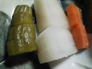 本日の晩ご飯のおかずの写真 神奈川の三浦産真アジの刺身、カツオ出汁の味噌汁など