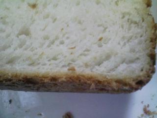 本日のお昼ご飯の写真 パン焼き器(ホームベーカリー)で自家製食パン(小麦は、北海道音更のの春の香りの青い空)、蒸した鶏肉