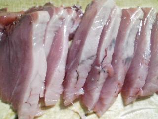 本日の晩ご飯のおかずの写真 千葉産カツオの刺身、サラダなど