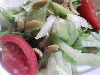 本日の晩ご飯のおかずの写真 神奈川の横須賀産カマスの塩焼き、サラダなど
