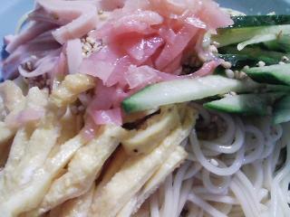 本日のお昼ご飯の写真 北海道士別市日の出食品さんの 鍋DE冷やしDEの麺で冷やし中華