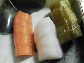 本日の晩ご飯のおかずの写真 神奈川の横須賀産コノシロのソテー、サラダなど