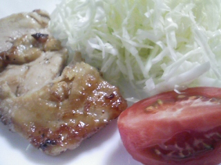 本日のお昼ご飯の写真 ホットケーキ、鶏肉の醤油付け焼き
