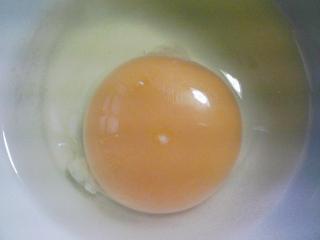 本日の朝ご飯のおかずの写真 マルハ・イワシレモンスープの缶詰、煮干し出汁の味噌汁など