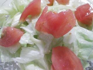 本日の朝ご飯のおかずの写真 神奈川の三崎産イサキの煮付け、カワハギ出汁の味噌汁など