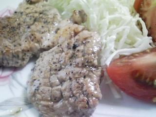本日のお昼ご飯の写真 ちらし寿司、豚肉の塩胡椒焼き
