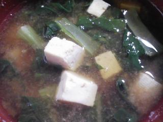 本日の朝ご飯のおかずの写真 千葉産真アジの塩焼き、煮干し出汁の味噌汁など