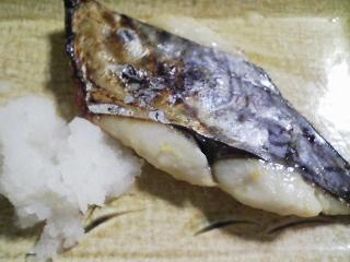 本日の晩ご飯のおかずの写真 神奈川の茅ヶ崎産サワラの味噌漬け、サラダなど