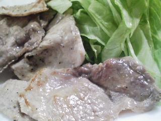 本日のお昼ご飯の写真 明星チャルメラ とんこつ味ラーメン 豚肉の塩胡椒焼き