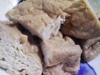 本日の朝ご飯のおかずの写真 三重産ゴマサバの塩焼き、煮干し出汁の味噌汁など
