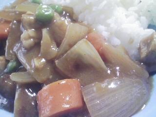 本日のお昼ご飯の写真 ポークカレー、花豆煮物(群馬の沼田産豆)