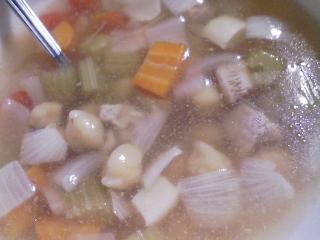 本日の晩ご飯のおかずの写真 神奈川の三崎産カツオの刺身、ひよこ豆のスープ