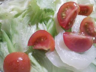 本日の晩ご飯のおかずの写真 神奈川の横須賀産目鯛の頭の塩焼き、サラダなど