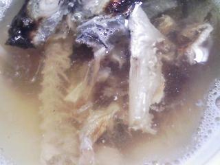 本日の朝ご飯のおかずの写真 長崎産アジの開き、アジ出汁の味噌汁など