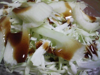 本日の晩ご飯のおかずの写真 千葉産真アジの塩焼き、サラダなど