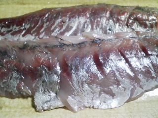 本日の晩ご飯のおかずの写真 剣淵ゆめぴりか、神奈川の横須賀産真アジの刺身、アジ出汁の味噌汁など