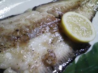 本日の晩ご飯のおかずの写真 神奈川の逗子産赤舌平目のソテー、利尻産とろろ昆布の吸い物など