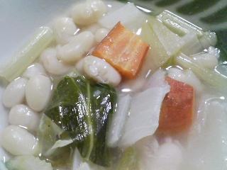 本日の朝ご飯のおかずの写真 北海道産縞ホッケの開き、煮干し出汁の味噌汁など