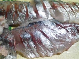 本日の晩ご飯のおかずの写真 神奈川の三崎産巨大真アジの刺身、そのなめろう、アジ出汁の味噌汁など