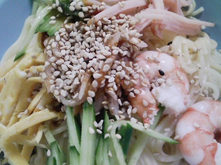 本日のお昼ご飯の写真 北海道士別市日の出食品さんの鍋DE冷やしDEラーメンの麺で冷やし中華