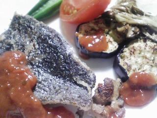 本日の晩ご飯のおかずの写真 神奈川の横須賀産メジナのソテー、サラダなど