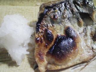 本日の晩ご飯のおかずの写真 宮城産ゴマ鯖の塩焼き、モロヘイヤのスープなど