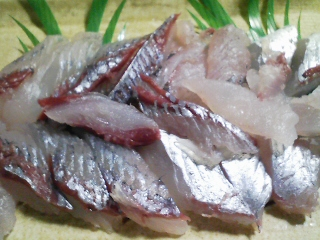 本日の晩ご飯のおかずの写真 宮城産飛び魚の刺身、そのなめろう、飛び魚出汁の吸い物など