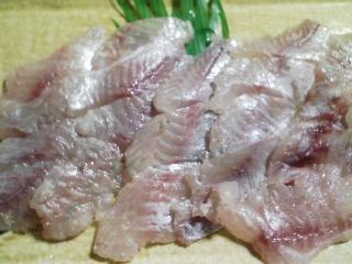 本日の晩ご飯のおかずの写真 神奈川の三崎産イサキの刺身、イサキのなめろうなど
