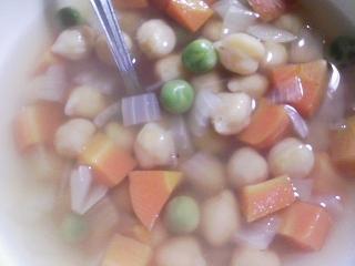 本日の晩ご飯のおかずの写真 神奈川の三崎産真アジの塩焼き、ひよこ豆のスープなど