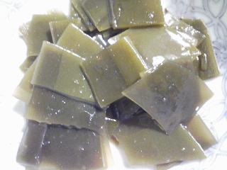 本日の朝ご飯のおかずの写真 神奈川の三崎産イサキの塩焼き、イサキ出汁の味噌汁など