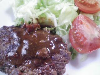本日のお昼ご飯の写真 自家製ハンバーグ、茹でた落花生