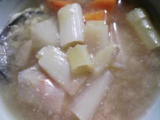 本日の晩ご飯のおかずの写真 北海道産サンマの塩焼き、ブリのアラ出汁の野菜の味噌汁など