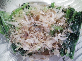 本日の朝ご飯のおかずの写真 神奈川の三浦産ウルメイワシの塩焼き、煮干し出汁の味噌汁など