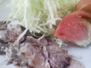 本日のお昼ご飯の写真 豚肉の塩胡椒焼き、茹で栗など