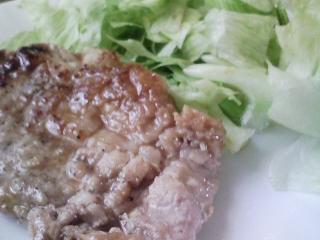 本日のお昼ご飯の写真 十五夜の団子、豚肉の塩胡椒焼きなど
