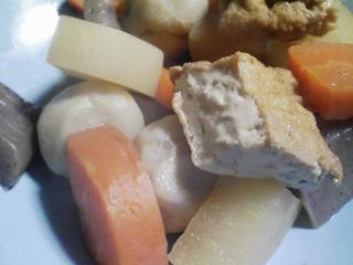 本日の晩ご飯のおかずの写真 北海道産サンマの塩焼き、野菜などの煮物 など