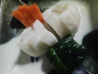 本日の晩ご飯の写真 神奈川の横須賀産真アジの自家製酢漬け寿司、イサキ出汁の味噌汁など