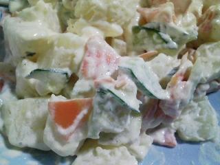 本日のお昼ご飯のおかずの写真 昨晩の自家製餃子の残り、ポテトサラダなど