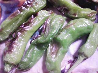 本日の朝ご飯のおかずの写真 神奈川の三崎産イサキの塩焼き、野菜たくさんの豚汁など