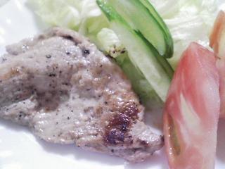 本日のお昼ご飯の写真 北海道田村製麺のひやむぎ、藤原製麺の江丹別そば、豚肉の塩胡椒焼き